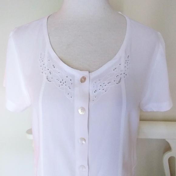 04bf558871083 CUTE Orvis Cropped Blouse Button Down Shirt Size M.  M 5b3fa1999539f7940d68d13a